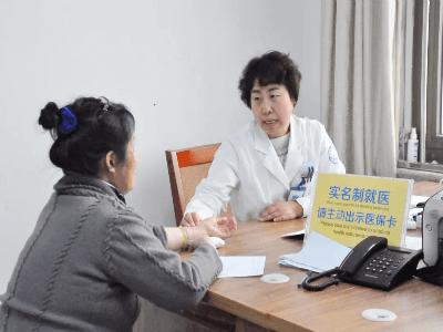 """""""幸福是奋斗出来的,只有健康才是患者最大的幸福""""北京军海医院董巧娥"""